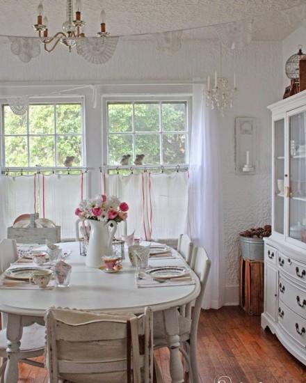 eskitme-mobilyalarin-cok-yakisacagi-salon-dekorasyonlari-4