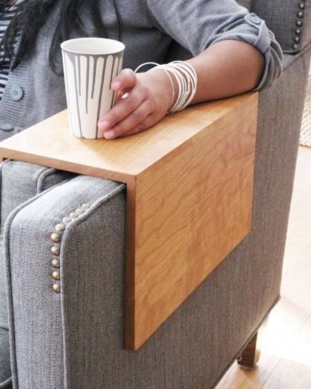 koltuklarinizla-butunlesecek-en-kullanisli-ahsap-sehpa-modelleri-11